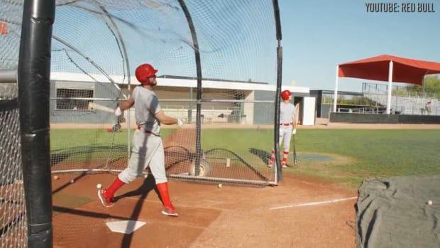 Kris Bryant pulls off amazing prank on college baseball team--IMAGE