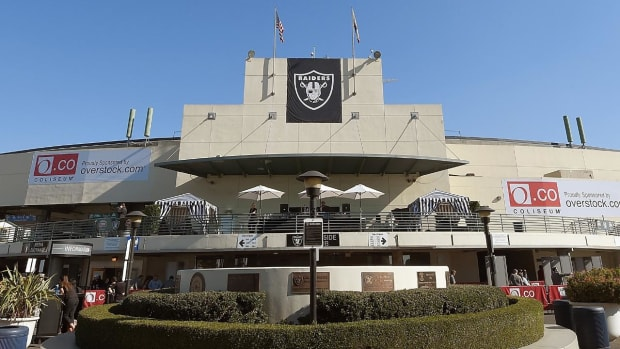 Report: Raiders owner to meet with Las Vegas officials about relocation - IMAGE
