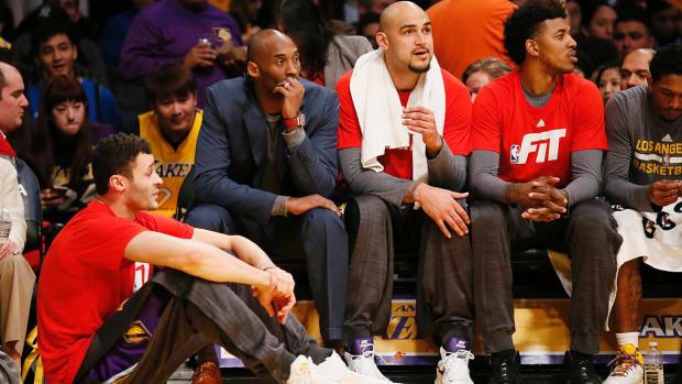Watch: Kobe Bryant makes rookie Larry Nance Jr. sit on floor--IMAGE