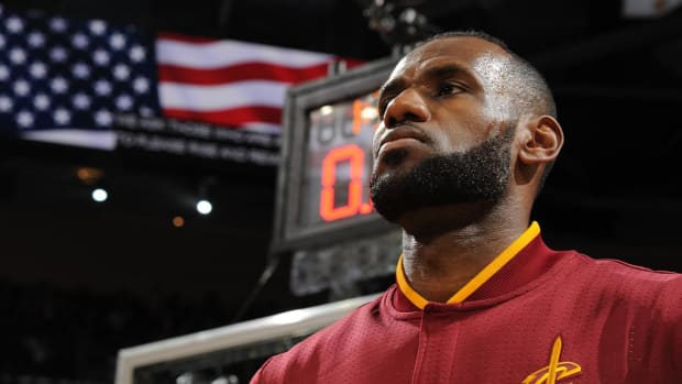 LeBron James, Gregg Popovich weigh in on national anthem protest -- IMAGE