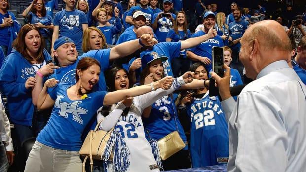 2016-0313-Kentucky-Wildcats-fans-Ashley-Judd-Dick-Vitale.jpg