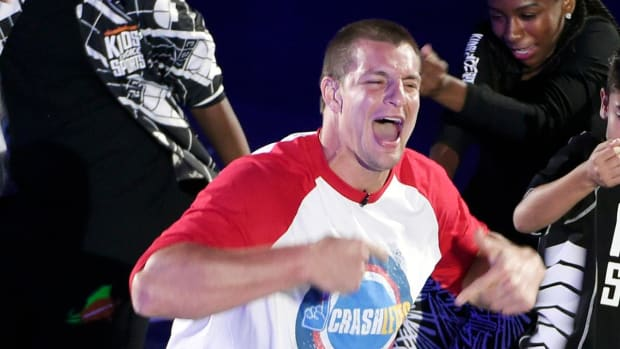 Rob Gronkowski joins Paul McCartney on stage at Fenway Park - IMAGE