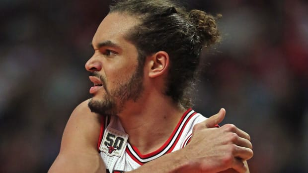 joakim-noah-shoulder-injury-out-for-season-free-agency-chicago-bulls.jpg