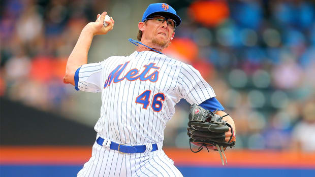 Diamondbacks sign reliever Tyler Clippard to two-year deal--IMAGE