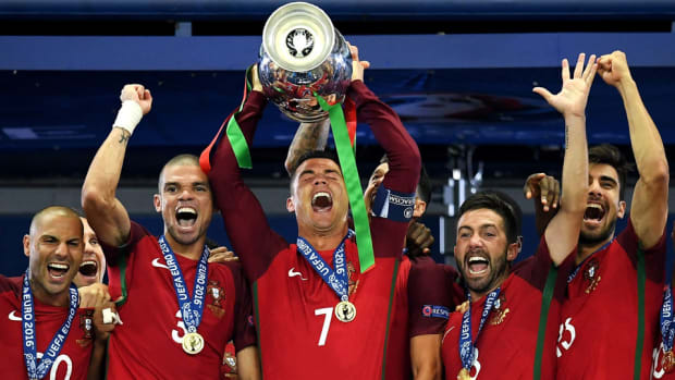 cristiano-lifts-euro-trophy-portugal.jpg