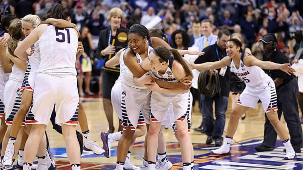 uconn-women-win-fourth-straight-title.jpg