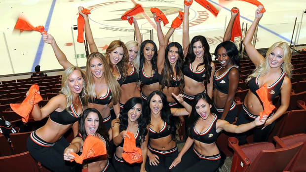 Anaheim-Ducks-Power-Players-Ice-Girls-506151001003_Avalanche_at_Ducks.jpg