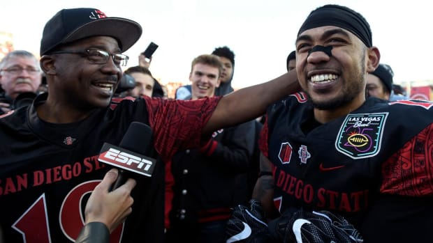 Donnel Pumphrey breaks FBS all-time rushing record--IMAGE