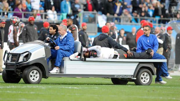 jorvorskie-lane-injury-broken-leg-buccaneers.jpg