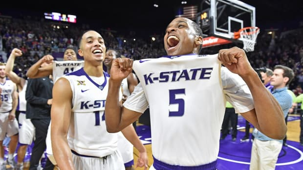 After knocking off top-ranked Oklahoma, Kansas State breaks tradition by not storming the court