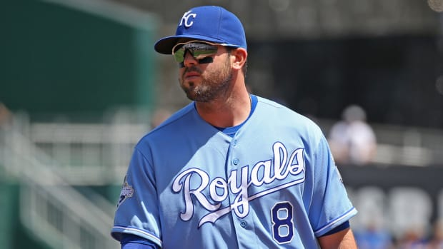 kansas-city-royals-mike-moustakas-torn-acl.jpg