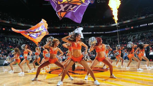 Phoenix-Suns-Dancers-508809158.jpg