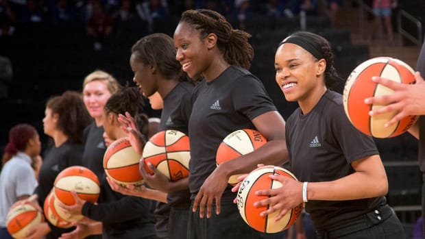 WNBA fines teams, players for shirts supporting shooting victims - IMAGE