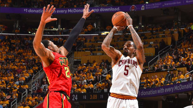 Cavaliers set NBA record for most three-pointers in a single game--IMAGE
