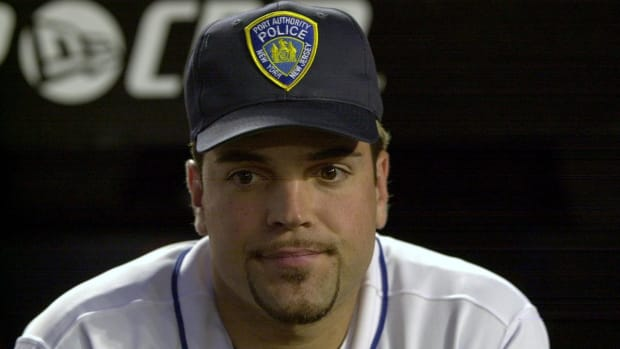 Mike Piazza upset over auction of jersey he wore after 9/11 attacks IMAGE
