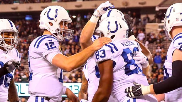 Andrew Luck dominates with four TDs in Colts' 41-10 win over Jets - IMAGE