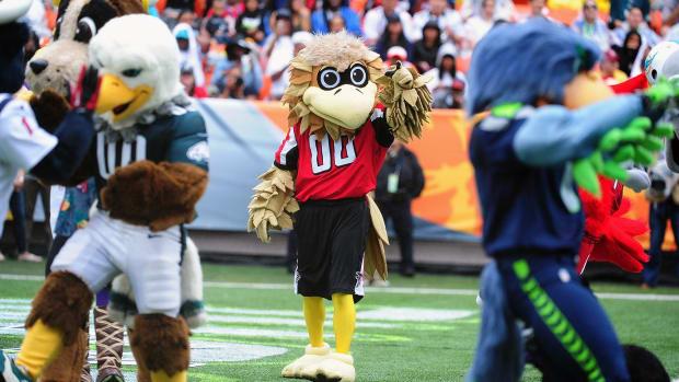 Atlanta-Falcons-mascot-Freddie-Falcon.jpg