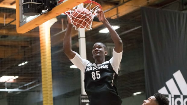 deandre-ayton-commits-kansas-kentucky-arizona.jpg