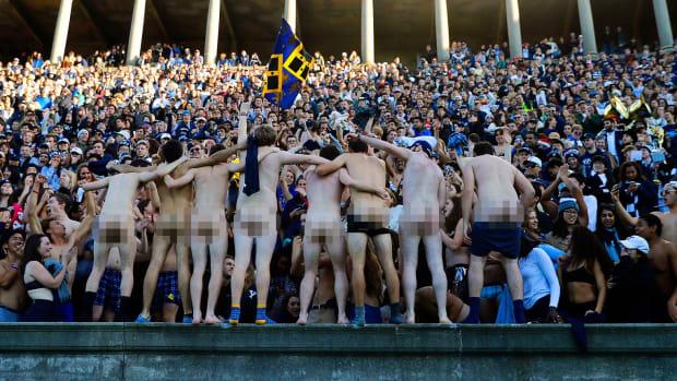 2016-1119-Yale-Bulldogs-fans.jpg