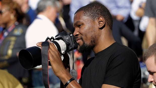 kevin-durant-super-bowl-photographer-players-tribune.jpg