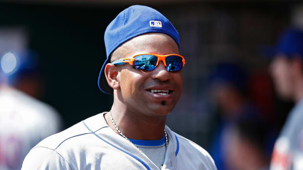 yoenis-cespedes-mets-grand-slam-bat-talking.jpg