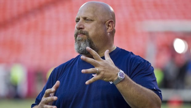 Patriots part ways with offensive line coach Dave DeGuglielmo--IMAGE