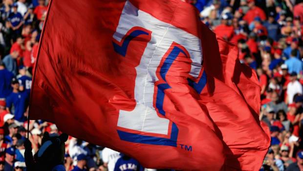 texas-rangers-old-fan-first-pitch.jpg
