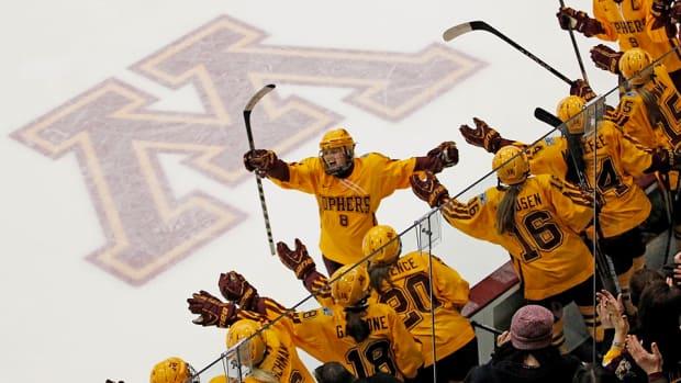 amanda-kessel-minnesota-hockey-return-concussion.jpg