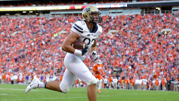Pittsburgh stuns No. 2 Clemson 43-42 in Death Valley--IMAGE