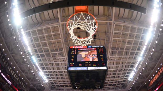 college-basketball-quarters-halves.jpg
