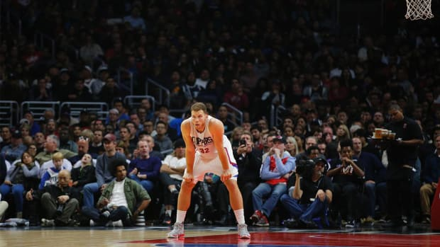 Clippers' Blake Griffin suspend four games for punching team employee--IMAGE