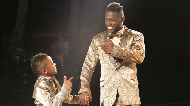 Steelers WR Antonio Brown's son joins him on Dancing With the Stars--IMAGE
