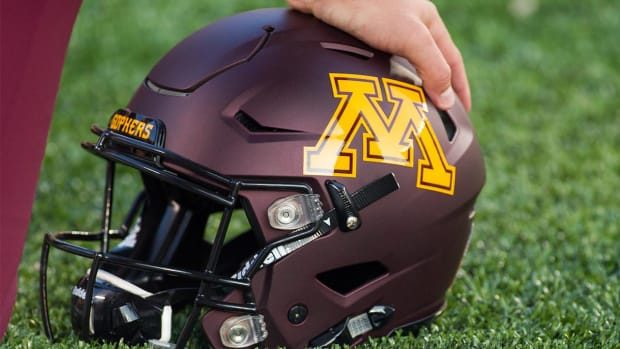 Minnesota suspends 10 football players indefinitely - IMAGE