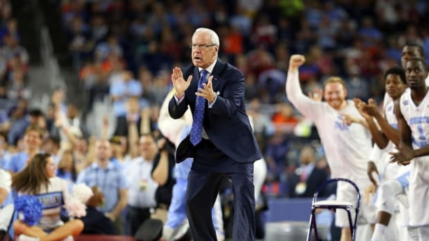 Deflecting off-court questions he doesn't like, UNC coach Roy Williams's thin skin has taken center stage