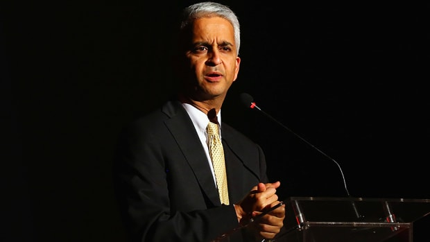 sunil-gulati-uswnt-equal-pay-wage-discrimination.jpg