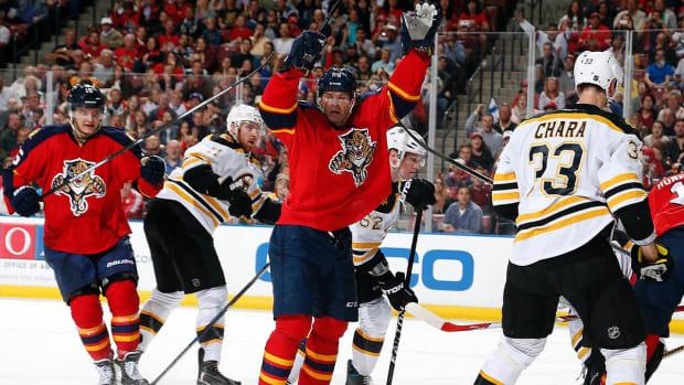 Jaromir Jagr moves into 3rd place on NHL scoring list - IMAGE