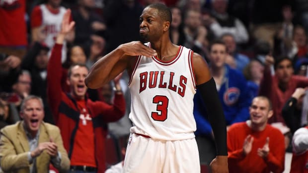 NBA fines Dwyane Wade $25,000 for throat-slash gesture--IMAGE
