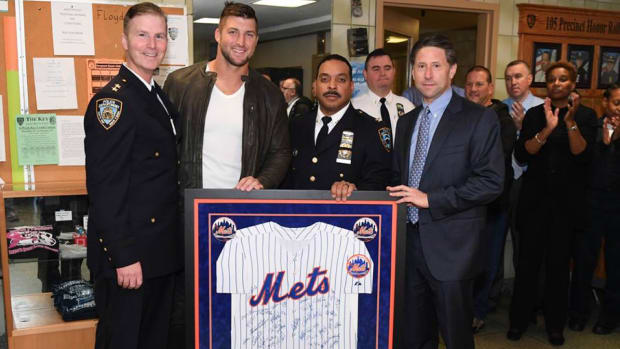tim-tebow-visits-nypd.jpg