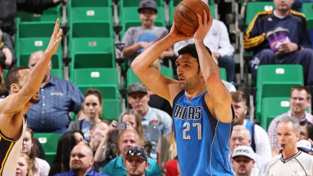 Report: Warriors to sign center Zaza Pachulia for one year, $2.9 million IMAGE