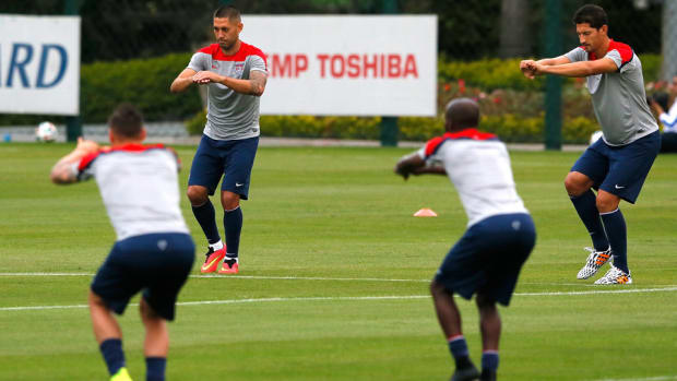 clint-dempsey-omar-gonzalez-training-camp.jpg