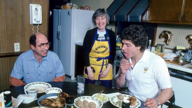 1982-0410-Dan-Marino-parents-080062852.jpg