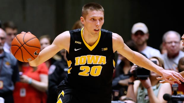 jarrod-uthoff-iowa-hawkeyes-960-bracket-watch.jpg
