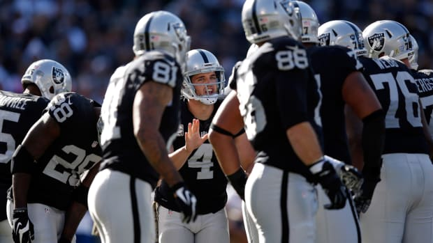 mmqb-raiders-huddle.jpg