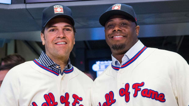 Mike Piazza, Ken Griffey Jr. inducted into Hall of Fame --IMAGE