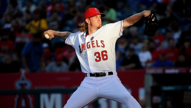 Angels pitcher Jered Weaver to see spine specialist -- IMAGE