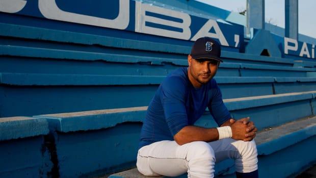 Report: Cuban star Yulieski Gourriel hits MLB free agent market--IMAGE