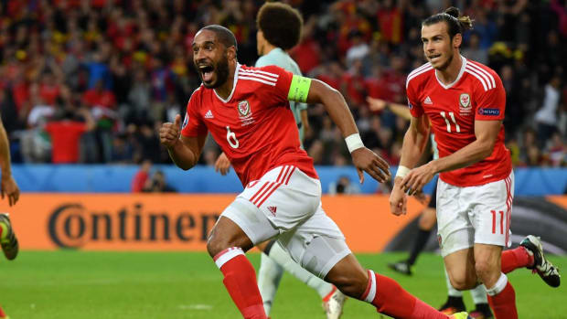 Wales, Portugal advance to Euro semifinals -- IMAGE