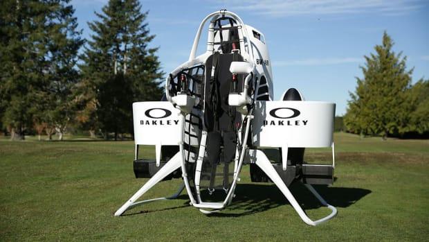 bubba-watson-golfcart-jetpack-960.jpg