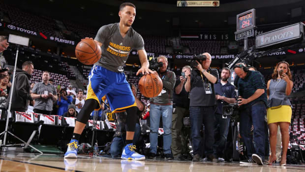 Warriors' Stephen Curry (knee) to play in Game 4 vs. Blazers--IMAGE