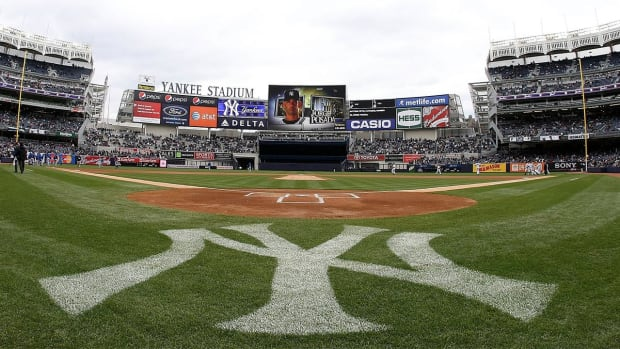 UFC looking to host fight at Yankee Stadium  iMAGE